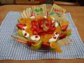 12月 おめでとう!: タルト生地の上に ヨーグルト・みかん・いちご・りんご