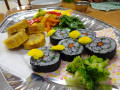 うさぎ組 お別れ会: 花型のり巻き・焼きトウモロコシ・えんどう&パプリカのソテー