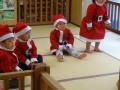 クリスマス会: サンタ姿の子どもたちにはどこか癒されます。