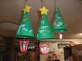 クリスマス会: 手作りツリーが園内を飾ります。