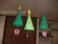 クリスマス会: 天井からツリーがたーくさん!