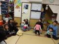 10月クラス懇談会: 夕方のお迎え時に、子どもたちも保護者も先生も一緒に行います。