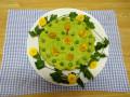 人参の炊き込みご飯に、グリンピースとじゃが芋のマッシュでコーティングしました。 飾りグリンピースと食用菊です。タンポポ見たいでしょ!
