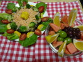 ご飯ケーキ:干し椎茸・ブロッコリー・鮭・海苔・ご飯をアレンジ。 サイドにフルーツポンチ。