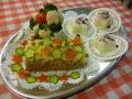 ミートローフ、クリスマスツリー風ブロッコリーサラダ、ゆかりごはん