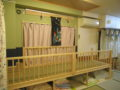 新しい高床式の和室スペース。下には布団を入れています。子どもたちはちょっと背が高くなった気分(笑)?